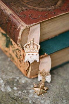 Старые вещи лучше новых, потому что они обрастают историями.