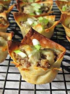 Sausage Wonton Cups recipe baked crispy cheesy sausage filled wonton cups A Gouda Life Sausage Wonton Cups wonton cups filled with cheesy sausage blend and baked until crispy for the ultimate and easiest appetizer. Bite Size Appetizers, Thanksgiving Appetizers, Appetizers For Party, Appetizer Recipes, Thanksgiving Table, Wonton Recipes, Appetizer Ideas, Sausage Appetizers, Italian Appetizers