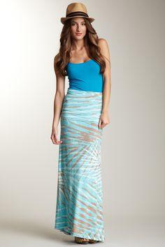 Loving this skirt. Crisp look for summer.