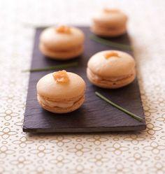 Photo de la recette : Macarons salés au saumon fumé http://www.odelices.com/recette/macarons-sales-au-saumon-fume-r3334/