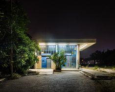 Φωτογραφία Γάμου και Βάπτισης: Γιάννης Αντωνόπουλος – West End : Σειρά φωτογραφιών που καταγράφουν τη νυχτερινή ζωή των δυτικών προαστίων