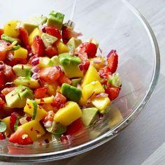 Spicy mango- og jordbærsalsa - Hver gang vi spiser Zucchini Lasagna, Moussaka, Fruit Salad, Allrecipes, Sweet Potato, Tapas, Spicy, Healthy Recipes, Healthy Food