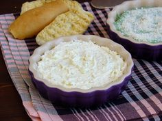 Brandada de bacalao, dip de espinacas y dip de queso feta. Camembert Cheese, Dairy, Ice Cream, Pie, Desserts, Food, Feta Dip, Bread Recipes, Merry Christmas