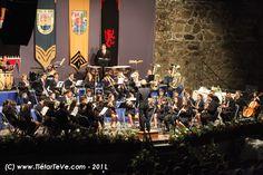 Banda Municipal de Música de Arenas de San Pedro en su actuación en el Castillo del Condestable Dávalos el día del pregón de inicio de fiestas 2011.