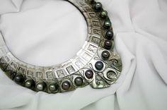 Mother of Pearl Parure x15 Tahitian pearls encrusted, relief engraving