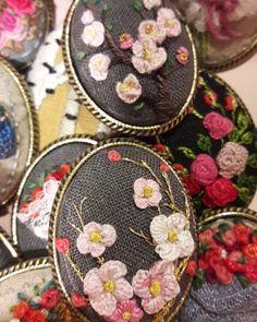 #연두공방 #비천을담다 #서양자수 #자수타그램 #프랑스자수 #자수 #꽃수  #벚꽃 #guesthouse #embroider #embroidery #handembroidery #handstitched #needlart #needlework #handcraft #bordado #embroideryart #stitching #stitch #stumpworkembroidery #stumpwork #ricamo  오키나와 깊은 산골 찻집 앞 벚꽃이 생각나..