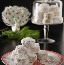 Η επιτυχία αυτού του κουραμπιέ βασίζεται στο ολόκληρο καβουρντισμένο αμύγδαλο και στην πολύ καλή ποιότητα βουτύρου Christmas Cooking, Christmas Recipes, Christmas Time, Greek Recipes, Camembert Cheese, Deserts, Sweets, Baking, Travel