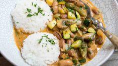 Klasický ruský pokrm v úpravě pro vegetariány i vegany. Curry, Food And Drink, Meat, Chicken, Ethnic Recipes, Top, Fine Dining, Curries, Crop Shirt
