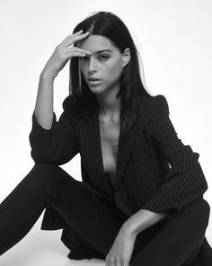 Foto Portrait, Portrait Poses, Female Portrait, Portrait Photographers, High Fashion Poses, Fashion Model Poses, Fashion Portraits, Studio Photography Poses, Fashion Photography Poses