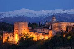 El Alhambra de Granada con Sierra Nevada de fondo / by Eduardo Blanco
