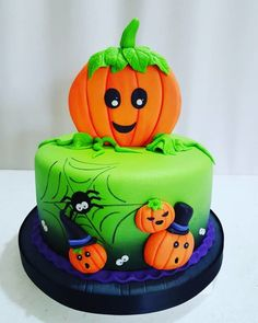 Halloween Smash Cake, Bolo Halloween, Halloween Birthday Cakes, Halloween Party Snacks, Halloween Sweets, Fete Halloween, Halloween Baking, Halloween Cupcakes, Halloween Kids