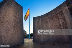 Stock Photo : Spanish National flag between the Monument of the discovery of…