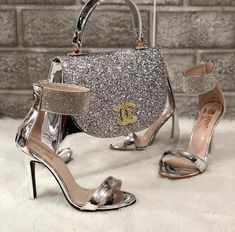 Channel Bag and Matching Shoes With Ankle Cuff❗️ are in the right place about Women Bags luxury Here we offer you the most beautiful pictures about the Women Bags street you are looking for. When you examine the Channel Bag and Matchi Luxury Shoes, Luxury Bags, Luxury Handbags, Fashion Handbags, Fashion Bags, Fashion Shoes, Glamouröse Outfits, Channel Bags, Louis Vuitton Shoes