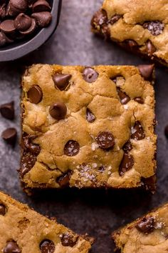 Easy Chocolate Chip Cookie Bars Easy Chocolate Chip Cookie Bars are thick, chewy, and basically foolproof! A great bar recipe that bakes up in less than 30 minutes! If you're serving a crowd, simply double the recipe and bake it in a 9 x 13 pan! Brownie Recipes, Cookie Recipes, Dessert Recipes, Dessert Party, Graham Crackers, Easy Desserts, Delicious Desserts, Yummy Food, Yummy Treats