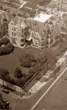 Edith Rockefeller McCormick House, 1000 North Lake Shore Drive, Chicago, Illinois, Richardsonian Romanesque Victorian designed by Solon Beman. Demolished 1955.