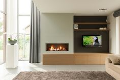 Coole haard: Zijkanten donkergrijs met TV en planken. Haardinkasting licht (evt wit)