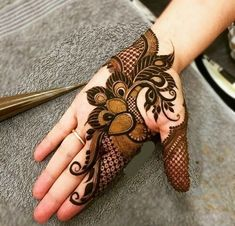 Henna Tattoo Designs Arm, Floral Henna Designs, Mehndi Designs Book, Stylish Mehndi Designs, Mehndi Designs For Girls, Mehndi Designs For Beginners, Mehndi Design Photos, Mehndi Designs For Fingers, Beautiful Mehndi Design