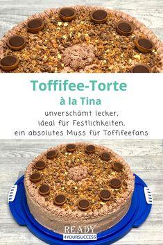 Toffifee-Torte à la Tina - eine Sünde wert. Diese Torte ist ein absolutes Muss für Toffifee-Fans, allerdings nichts für schwache Nerven. Der Aufwand lohnt sich auf jeden Fall. Für Geburtstage oder besondere Anlässe ist sie der absolute Renner und extrem beliebt für alle Naschkatzen. #süß #lecker #Toffifee #Naschkatzen #süßeSünde #caramellig #nussig #Geburtstagstorte #sahnig #schokoladig Mole, Cereal, Breakfast, Muffins, Party, Vestidos, Food, Jacket, Sweet Desserts