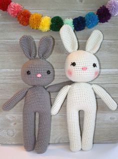 Adorable crochet amigurumi bunny pattern. Love how simple but sweet these are! (and the little fluffy tail!) from The Friendly Red Fox