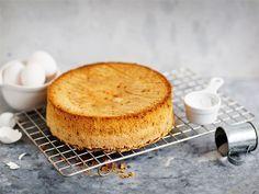 Helpoin tapa tehdä gluteeniton kakkupohja on käyttää vehnäjauhojen tilalla… Sweet Life, Yummy Cakes, Gluten Free Recipes, Cornbread, Free Food, Recipies, Pudding, Cheese, Baking