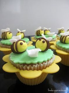 Baking on Cloud 9: Bumble bee cupcakes