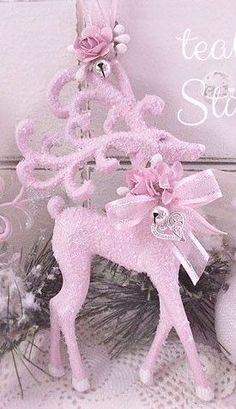 Here are the best Shabby Chic Christmas Decor ideas that'll give your room a romatic touch. From Pink Christmas Tree to Shabby Chic Christmas Ornaments etc Shabby Chic Christmas Ornaments, Pink Christmas Decorations, Pink Christmas Tree, Noel Christmas, Victorian Christmas, Xmas Ornaments, Vintage Christmas, Christmas Crafts, Shabby Chic Pink