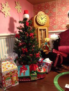 Christmas tree for american girl dollhouse American Girl House, American Girls, Christmas Morning, Christmas Tree, J Birds, Elf Door, Girl Rooms, Ag Dolls, Doll Crafts
