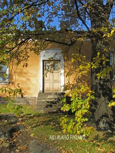 Door into a small house...  Villa Hakasalmi Helsinki  Photo Aili Alaiso Finland