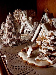 du tableau: http://www.pinterest.com/dmccorquodale/gingerbread-houses/-Nice tree