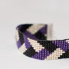 Bracelet manchette en perles tissées - motif tresse violet, argent et noir