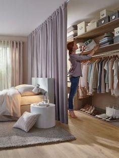 L'aménagement : Le dressing a ici été aménagé derrière la tête de lit. Cela suppose de ne pas coller le lit contre le mur. L'intégralité de la surface disponible a été utilisée pour offrir ... #maisonAPart: