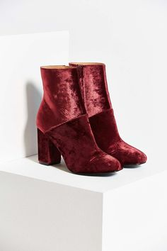 Urban Outfitters Liza Heeled Velvet Boots (=)