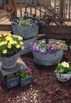 Rustic Garden Decor, Rustic Gardens, Farm Gardens, Outdoor Gardens, Garden Junk, Garden Yard Ideas, Lawn And Garden, Garden Projects, Outdoor Flowers
