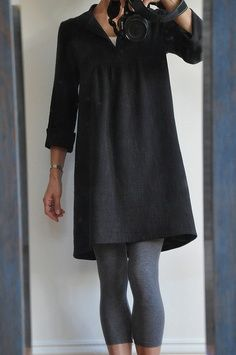 I love how comfy and cute this looks! Huge fan of flats, leggings and tunic tops! prosestitch's tova an outfit like this is classic and can be worn by all sizes. Buy capris at H for a budget saving. Buy the tunika from the Swedish-hipster brand Acne Diy Clothing, Sewing Clothes, Clothing Patterns, Dress Patterns, Sewing Patterns, Look Fashion, Diy Fashion, Fashion News, Fashion Dresses