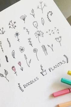 Want to add some cute little flower doodles to your bullet journal and need some ideas to get started? Check out these awesome step by step guides for inspiration! Bullet Journal Headers, Bullet Journal 2019, Bullet Journal Writing, Bullet Journal School, Bullet Journal Ideas Pages, Bullet Journal Inspiration, Bullet Journal Materials, Bullet Journal Christmas, Doodle Inspiration