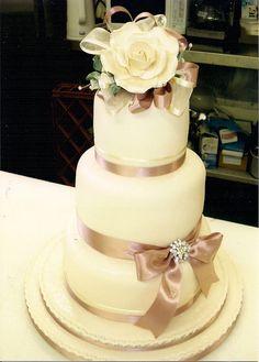 Vintage Dusky Pink Rose Wedding Cake