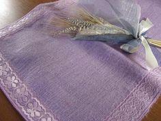 Burlap and Lace table runner  lavender  di EntulaCreazioni su Etsy