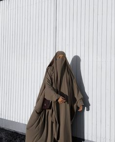 Niqab Fashion, Modest Fashion, Fashion Muslimah, Arab Girls Hijab, Girl Hijab, Beautiful Hijab, Mode Hijab, Ootds, Deen