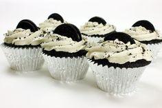 ***2 Recetas de Cupcakes Originales*** Te contamos 2 recetas de cupcakes originales con ingredientes que seguro no habías imaginado: bebida de cola y galletas rellenas.....SIGUE LEYENDO EN...... http://comohacerpara.com/2-recetas-de-cupcakes-originales_11160c.html