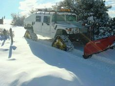 Hummer on Mattracks with snow plow Cool Trucks, Big Trucks, Cool Cars, Lifted Trucks, Hummer H3, Snow Vehicles, American Motors, Snow Plow, Chenille
