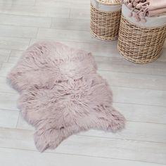Birbirinden güzel renklerde yumuşacık post halılar 39.99 TL' den başlayan fiyatlarla! İncelemek için; www.madamecoco.com