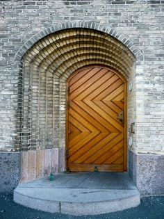 Doorway in Copenhagen - Denmark. I really like the asymmetry created by the receding brick arch detail only being on one side of the doorframe. The sideways chevron pattern of the door is an interesting counterpoint. Cool Doors, Unique Doors, The Doors, Windows And Doors, Door Entryway, Entrance Doors, Doorway, Door Knockers, Door Knobs