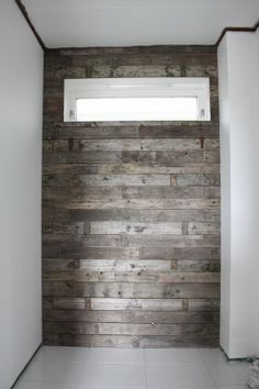 Wall made of recycled wood pallets Deco Design, Wood Design, Pallet Projects, Home Projects, Timber Walls, Bedroom Crafts, Rustic Bathrooms, Recycled Wood, Wood Pallets