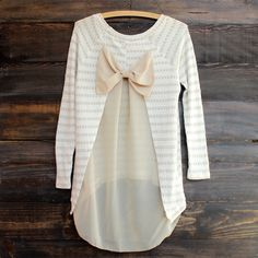 Sweet tones of sand and taupe adorns this sheer and lightweight knit sweater tunic. Features a sheer bow and lower back, a hi-low hem, and long sleeves. Diy Fashion, Fashion Outfits, Nude Tops, Diy Vetement, Do It Yourself Fashion, Diy Couture, Tunic Sweater, Heart Sweater, Diy Clothing