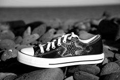 Zapatillas de lona pintadas a mano. Custom sneakers. www.laplayera.es