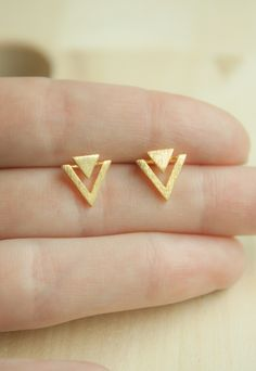 Indian Jewelry Earrings, Real Gold Jewelry, Fancy Jewellery, Gold Jewelry Simple, Jewelry Design Earrings, Gold Earrings Designs, Gold Jewellery Design, Ear Jewelry, Simple Earrings