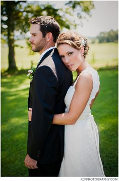 70+ Amazing Outdoor Wedding Photography Poses Ideas Check more at http://lucky-bella.com/outdoor-wedding-photography/