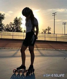 A perfect view for a beautiful . Thanks to for sharing this beautiful photo from Roller Skating, Ice Skating, Inline Speed Skates, Skate Wheels, Skater Girls, Rollers, Sports Women, Retro Fashion, Chile