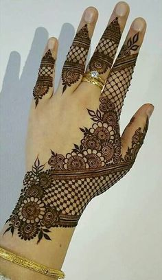 Explore Best Mehendi Designs and share with your friends. It's simple Mehendi Designs which can be easy to use. Find more Mehndi Designs , Simple Mehendi Designs, Pakistani Mehendi Designs, Arabic Mehendi Designs here. Henna Hand Designs, Dulhan Mehndi Designs, Mehandi Designs, Mehndi Designs Finger, Basic Mehndi Designs, Mehndi Designs For Beginners, Mehndi Designs For Girls, Mehndi Designs For Fingers, Wedding Mehndi Designs