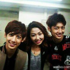 Youngmin and KwangMin with their sweet mother!! Awwww this is sooooo cute!!!!